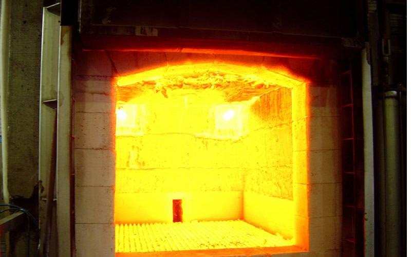 Fornos a gás com queimadores de alta velocidade.